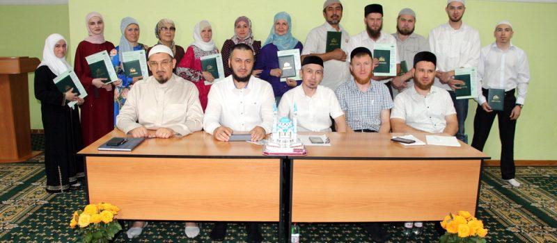 Муфтий вручил дипломы выпускникам медресе