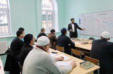 В медресе «Шейх Саид» проходит сессия у студентов-заочников