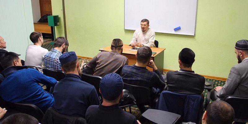 В медресе прошла встреча студентов 1 курса с муфтием Саратовской области